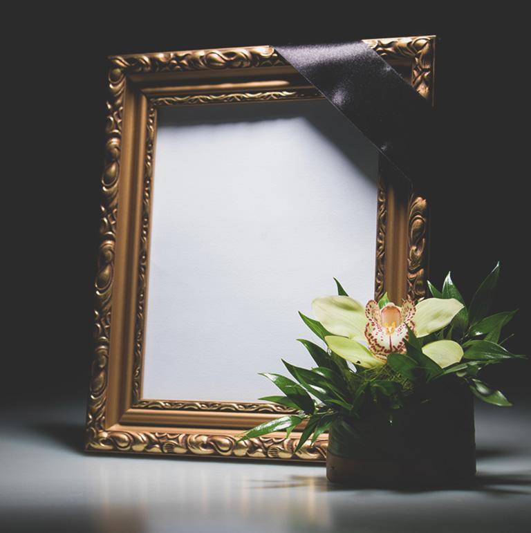 lustro i kwiaty